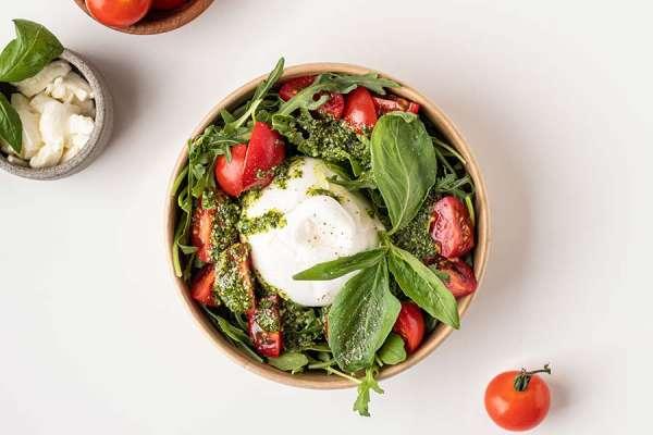 Салат с бурратой